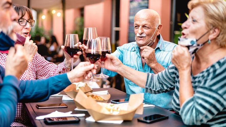 Los jubilados, pilar de la familia y de la economía en España