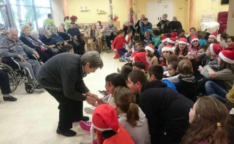 L'Onada Serveis impulsa las actividades navideñas como las visitas de grupos de escolares y asociaciones para cantar villancicos