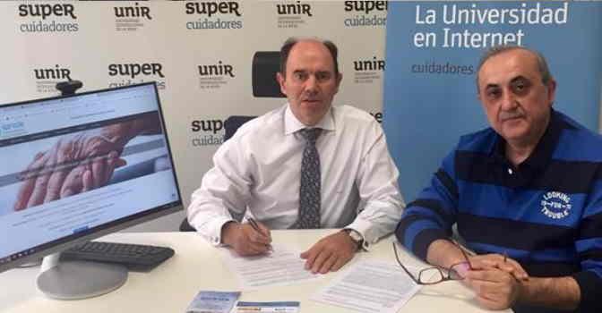 El CEO de Supercuidadores, Aurelio López-Barajas (a la izquierda) junto a Luis Ángel López, presidente de SPRODE. Ambas entidades han firmado un acuerdo de colaboración para mejorar la situación de los profesionales sociosanitarios.