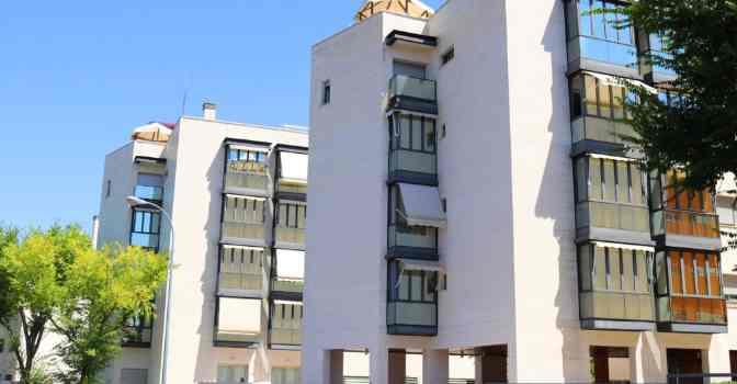 Albertia Mirasierra, nueva residencia para mayores en Madrid con apartamentos atendidos, plazas residenciales y futuro centro de día integrado.