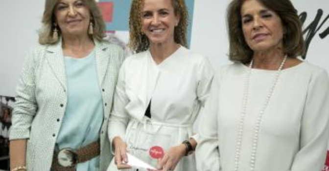 Amavir recibe el premio Compromiso Integra por su apuesta por la integración laboral de personas en riesgo de exclusión social. En la imagen, de izquierda a derecha, Engracia Hidalgo, Marian Bautista y Ana Botella.