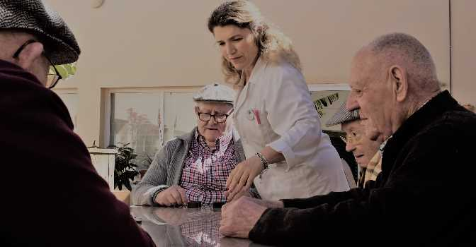 Andalucía reanuda los ingresos en residencias de mayores, con extremas medidas de seguridad.