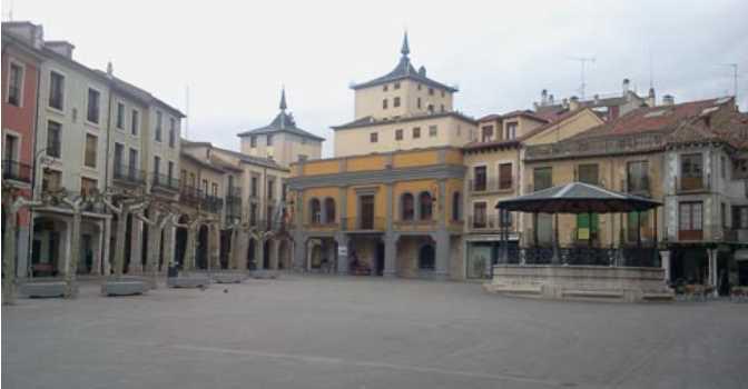 Plaza Mayor de Aranda de Duero, la localidad burgalesa en la que se ubica la residencia para mayores cuya gestión ha sacado a concurso la Junta de Castilla y León.