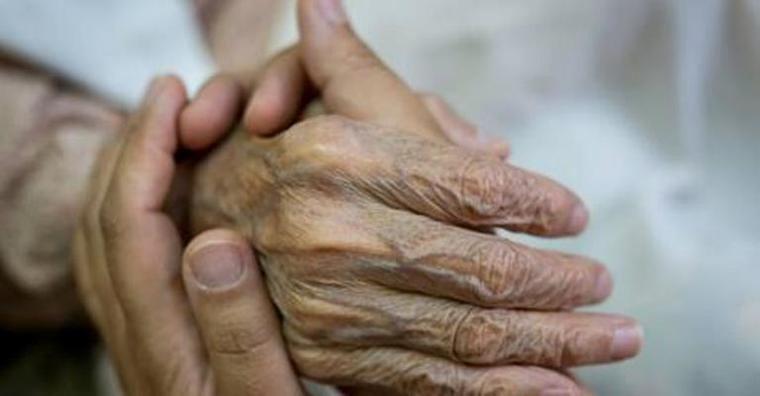 CEAPs critica al Gobierno por apostar por cuidadores no profesionales