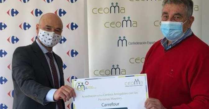 """CEOMA acredita a Carrefour como centros """"amigables con las personas mayores""""."""