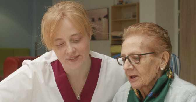 Las 'Casas para Vivir' de Vitalia Home refuerzan el vínculo entre los cuidadores y los residentes, en lo que supone un modelo de Atención Centrada en la Persona (ACP) en toda regla.