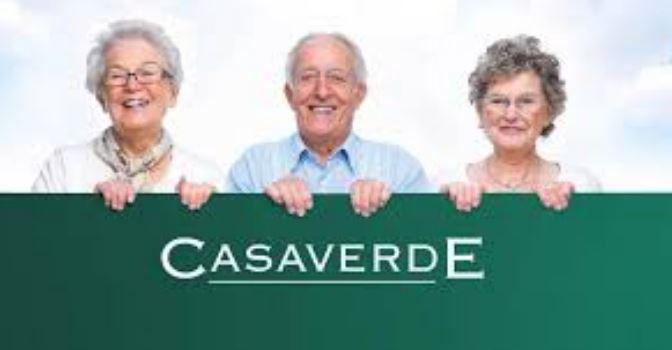 Grupo Casaverde celebra el Día de las Personas de Edad con un homenaje a las familias y presenta un podcast.