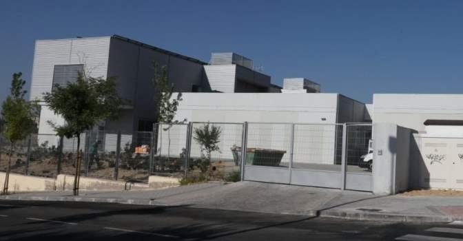 Exterior del Centro de Día Alhambra, en Madrid, que gestionará DomusVi.