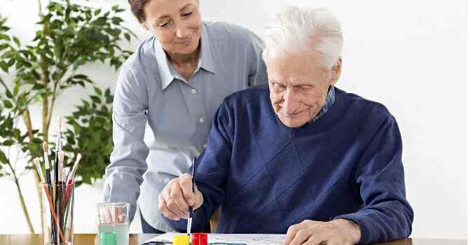 Cómo cuidar a personas con Alzheimer durante la pandemia
