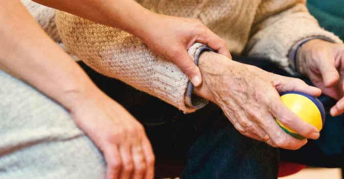 Día del Cuidador: la SEGG aboga por replantear su papel