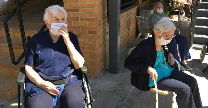 DomusVi hará controles periódicos a trabajadores y residentes para detectar contagios