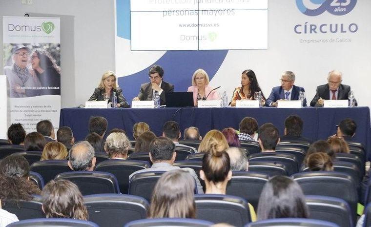 Una jornada de DomusVi sobre protección jurídica de los mayores advierte del micromaltrato que supone su infantilización