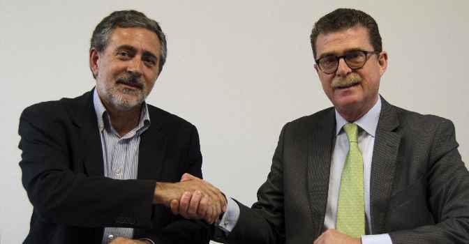 De izquierda a derecha, Obdulio Herrera Raya, Director Área Social Gaes, y Jesús Murciano Rosado, Director Corporativo de Recursos Humanos del Grupo EULEN, durante el acuerdo de colaboración para la integración laboral de personas con discapacidad auditiva.