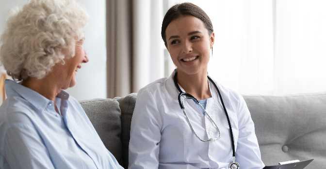 La falta de profesionales en residencias de mayores ya afecta a las farmacias