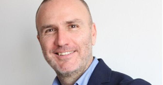 Javier Galiano es responsable del Área de Consultoría e Interim Management de la asociación Dignitas Vitae.