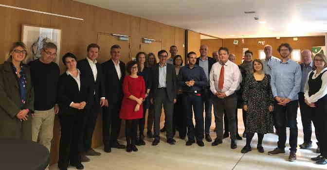 Lares, presente en una reunión sobre contratación responsable en Bruselas (en la imagen), aporta claves para mejorar la situación de España.