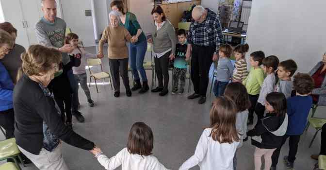 Musicoterapia intergeneracional en residencias de L'Onada.