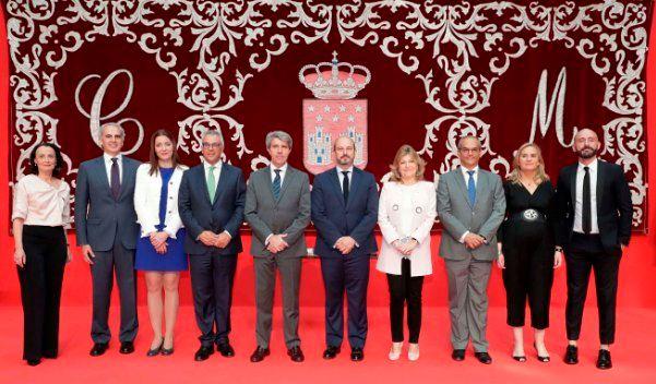 María Dolores Moreno (tercera por la izda.), en un Gobierno de cuatro mujeres y seis hombres