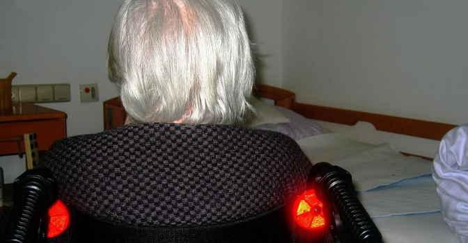 Aumenta número de personas mayores con discapacidad que viven solas