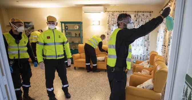 Madrid asegura que medicalizó más de 200 residencias de mayores durante el pico de contagios.
