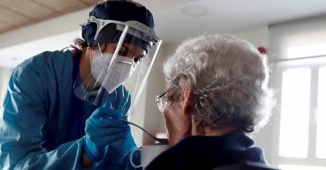 Médicos sin Fronteras publica un informe sobre la situación en residencias de mayores durante la pandemia.
