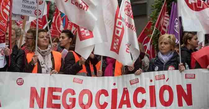 CCOO y UGT anuncian nuevas movilizaciones en el sector de la dependencia.