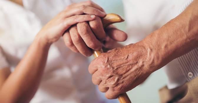 Casi 200 personas mueren cada día a la espera de su prestación por dependencia en España.
