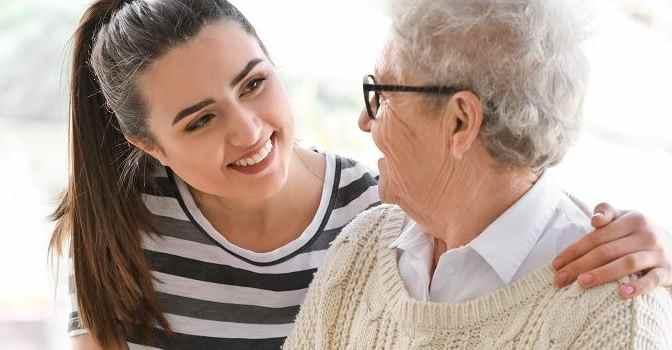 ¿Cuánto dinero gasta España en proteger a las personas mayores?