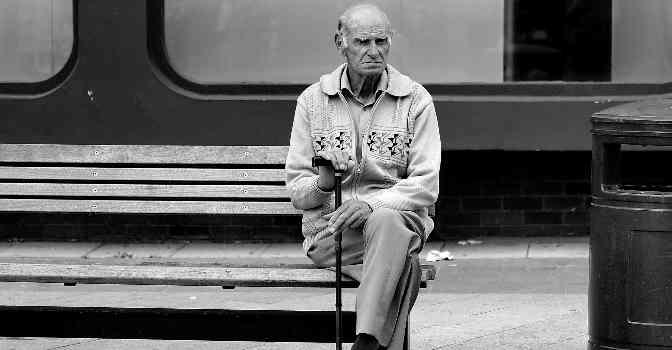 Así es Proyecto Soledad, la iniciativa de Lares y Familiados para reducir la soledad en residencias de mayores