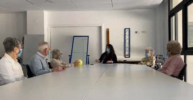 Rehabilitación para personas con prótesis de rodilla en centros de Albertia.