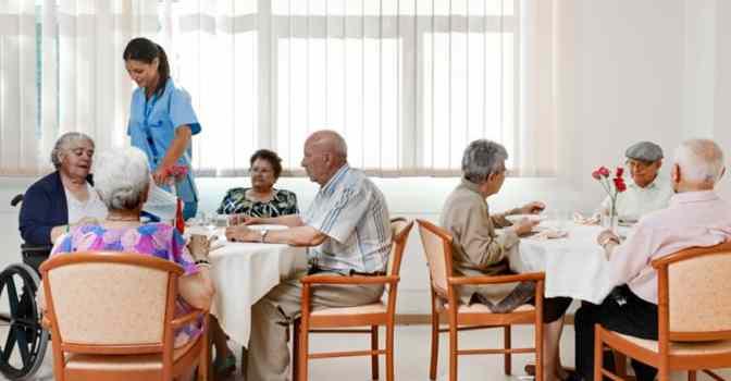 Las residencias para mayores mueven en España 4.500 millones al año