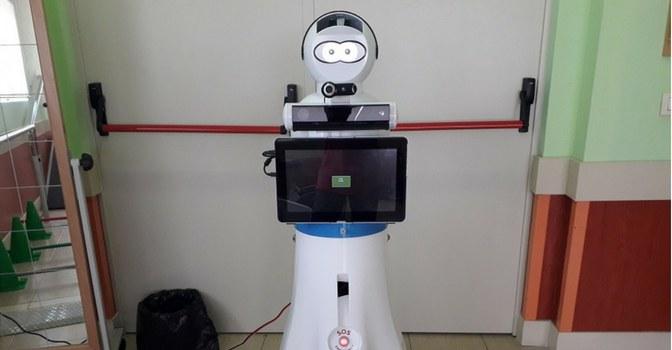 ILUNION y el robot Roni, nuevo acompañante de las personas mayores