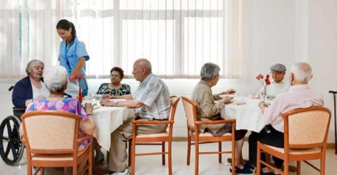 La SEGG recomienda aumentar las ratios de personal en residencias de mayores.