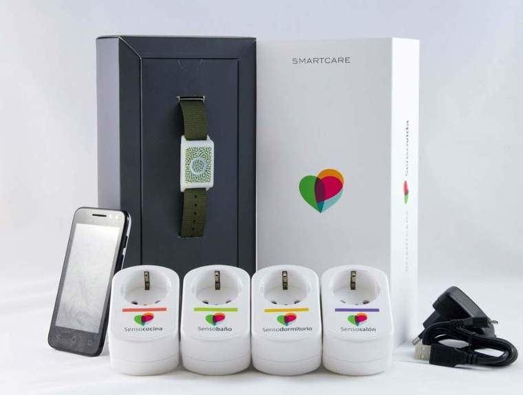 Los sensores para teleasistencia de Sensovida incluyen un enchufe para no invalidar los de la casa al conectar el dispositivo.