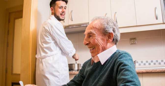 Murcia saca a concurso la gestión del Servicio de Ayuda a Domicilio