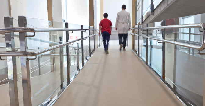 Los suelos y pavimentos de Altro se adaptan a las necesidades y estancias de cualquier centro residencial, sanitario o sociosanitario.