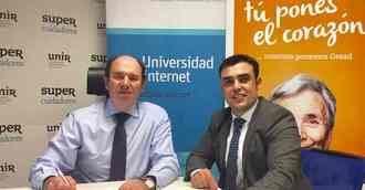 De izquierda a derecha, Aurelio López-Barajas, CEO de Supercuidadores, y Chema Prados, director de GESAD, del Grupo Trevenque, durante la firma del Convenio de colaboración entre ambas empresas.