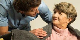Los cuidadores profesionales empiezan a ser cada vez más hombres