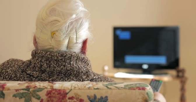 Plataforma TV-AssistDem mejora capacidades cognitivas de las personas mayores durante la cuarentena.