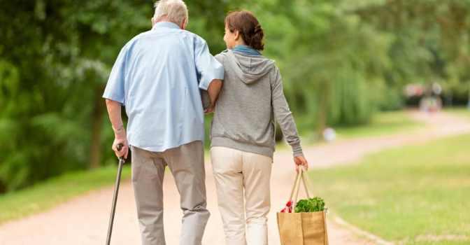 Curso para aprender a cuidar a los mayores impartido por Cáritas en Madrid.