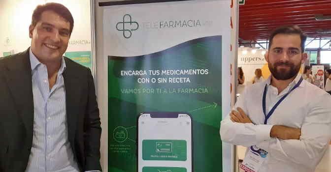 Pablo de Castro (izquierda) y Pablo Pérez Vega, dos de los cofundadores de Telefarmacia App, una aplicación que permite pedir medicamentos a domicilio gracias a un sistema de mensajería especializada.