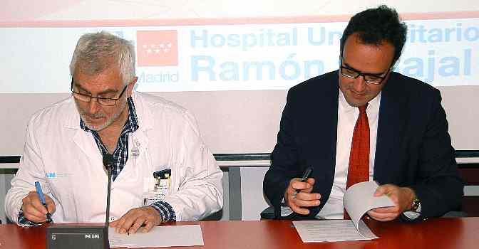 De izquierda a derecha, José Ignacio Nicolás, director de la Fundación para la Investigación del Hospital Universitario Ramón y Cajal; y Abel Delgado, CEO de Tunstall en el Sur de Europa, en la firma del convenio entre ambas organizaciones para desarrollar proyectos de telemonitorización y telemedicina.