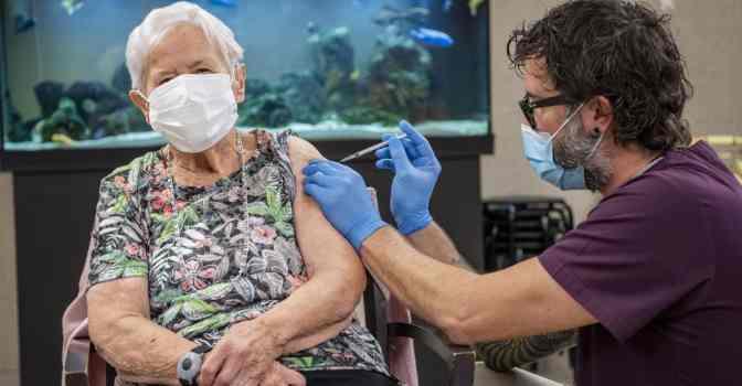 La vacunación en residencias de mayores ya está a punto de finalizar.