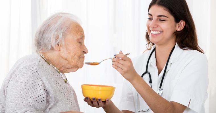 Visto en Internet. Consejos sobre alimentación y nutrición de las personas mayores - Sanitas a tu lado