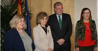 Mª Luisa Carcedo comunica la apertura del CRE de León