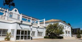 Valencia otorga 6 millones en ayudas al mantenimiento de 5 centros residenciales.